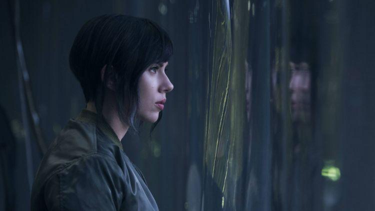 """Скарлетт Йоханссон - кадр из фильма """"Призрак в доспехах"""""""