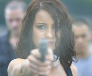 """Джулия Эстелл - кадр из """"Рейд: Пуля в голове"""""""