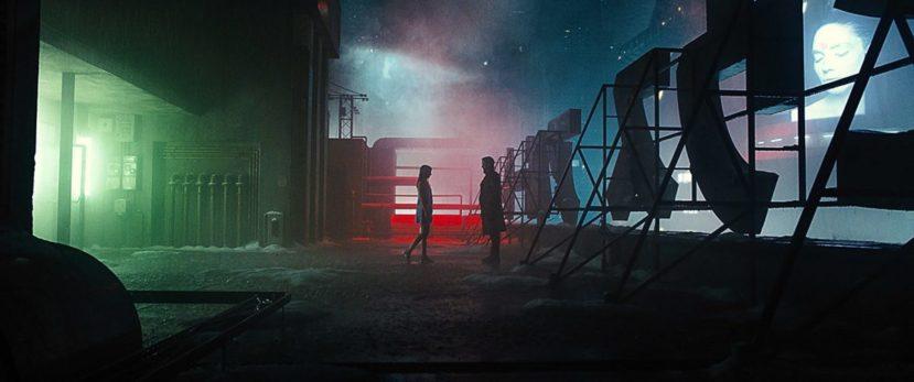 """Бегущий по лезвию 2049"" - поцелуй под дождём"