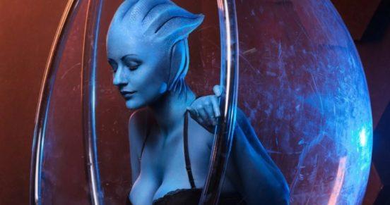 Сексуальный косплей на Лиару из Mass Effect