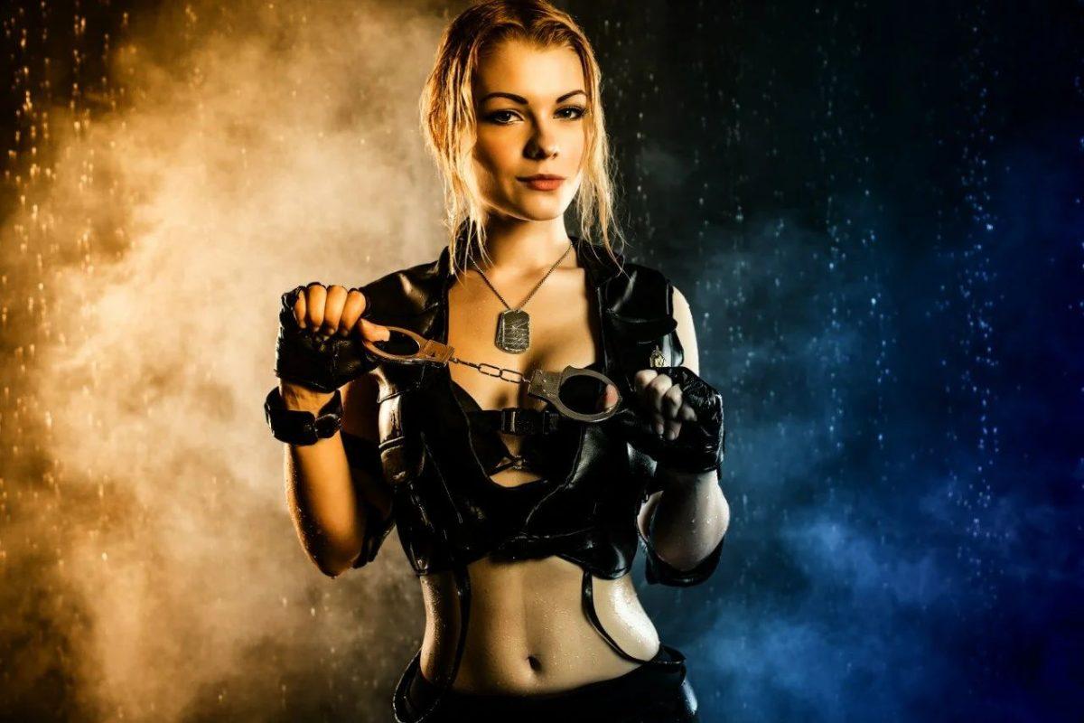 Соня Блейд из Mortal Kombat.