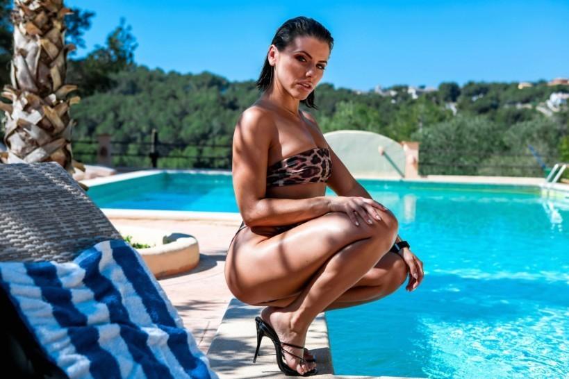 Adriana Chechik (3)