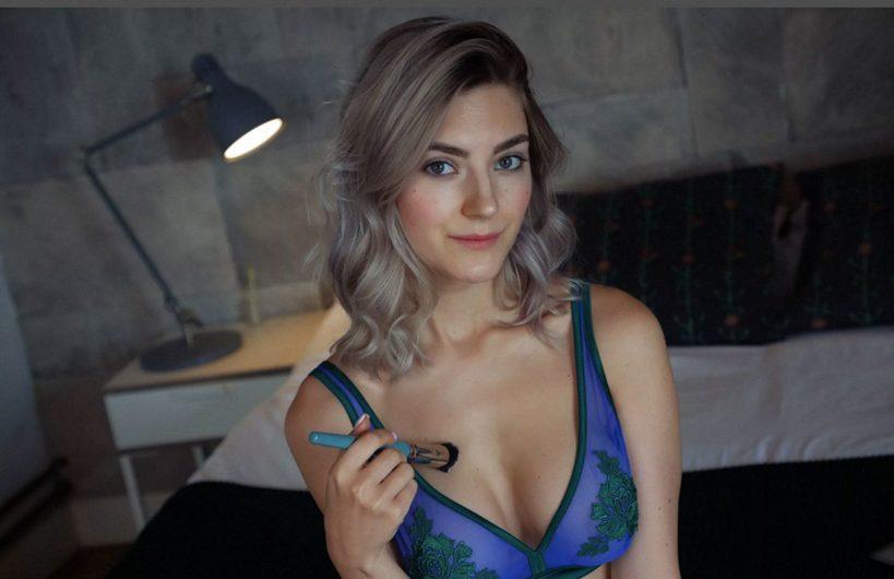 Eva-Elfie-1