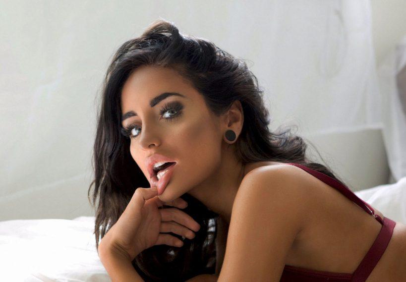 Наоми Вудс: как одна из милейших порноактрис скатилась в трэшак